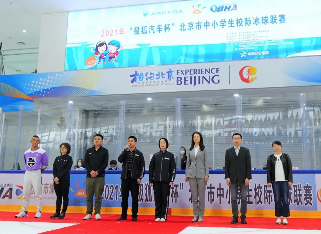 北京市体育局青少处干部贾有雄 宣布本届联赛开幕